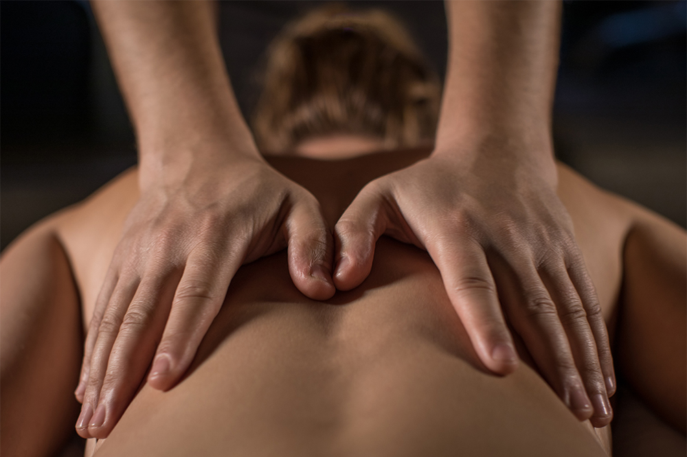 A guest getting a back massage at one of the Scandinave Spa Old Montreal massage studios.