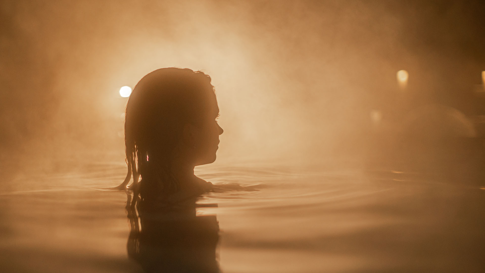 A woman relaxing in one of the baths at Scandinave Spa Mont-Tremblant.