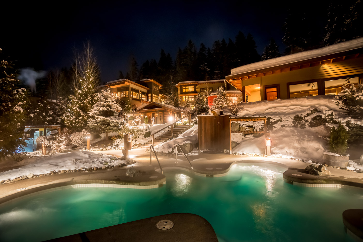 Scandinave Spa at night