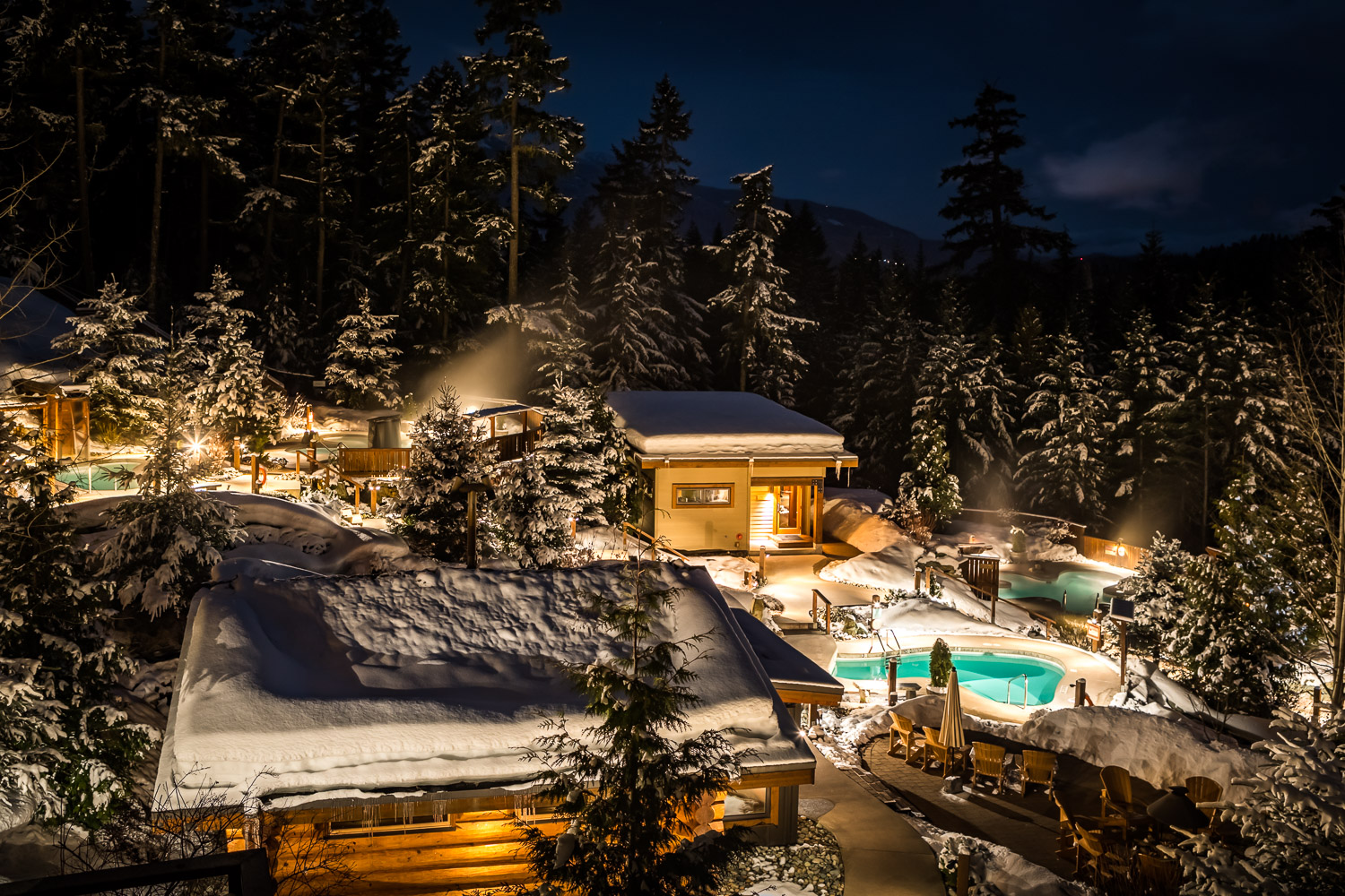 Snowy night image of Spa