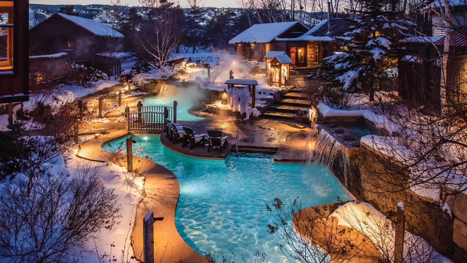Nightime overview of Scandinave Spa Blue Mountainfacility